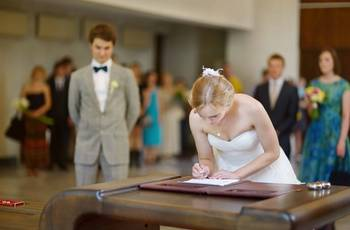 A obrigatoriedade da apresentação da certidão de casamento
