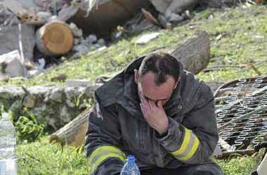 Profunda tristeza – Terremoto em Abruzzo mata centenas de pessoas