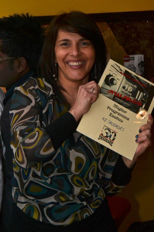 Beatriz Altimari ganhando prêmio de melhor programa